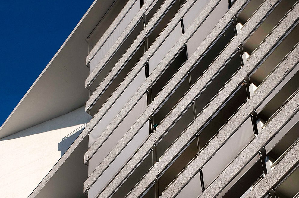 Toldo vertical para fachadas. Monreale Persianas.