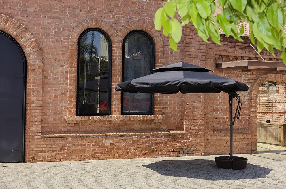 Ombrelones Trittone na Monreale, com base.